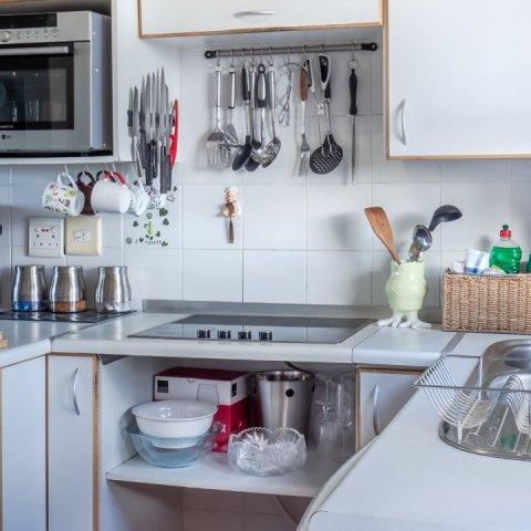es posible aprovechar al máximo tu espacio si tienes una cocina pequeña
