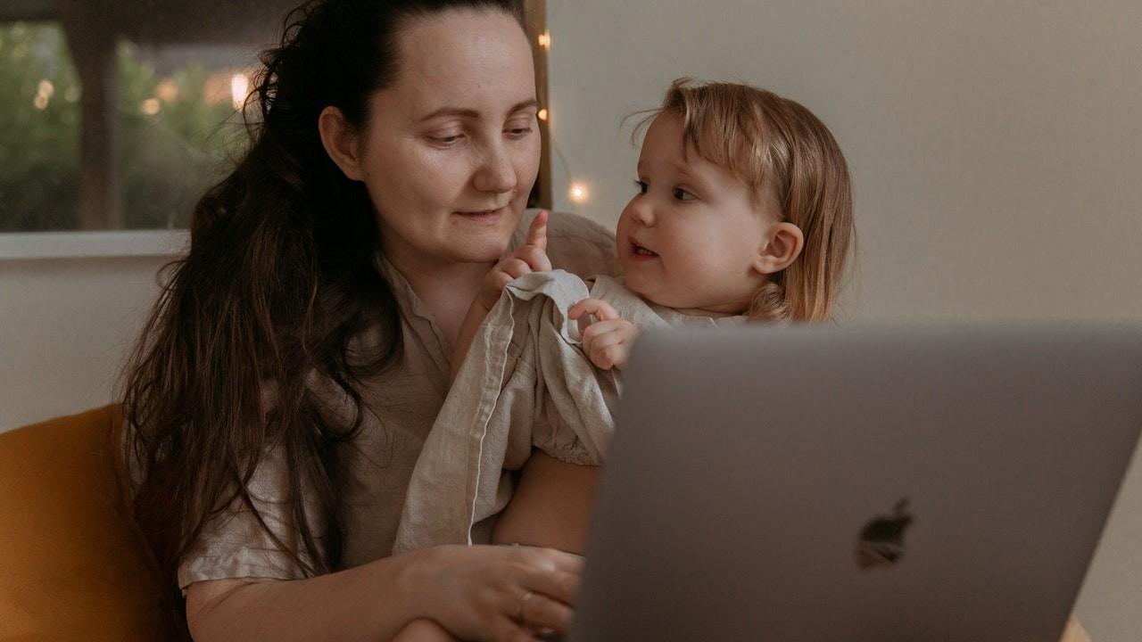 madres trabajadora crian hijas exitosas independientes