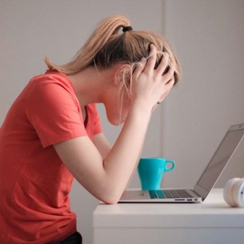 vives-estresado-podrias-desarrollar-paralisis-facial-temporal-sintomas