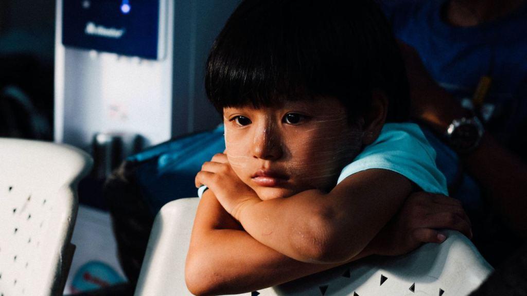 Ridiculizar y humillar es tan negativo como golpear a los hijos
