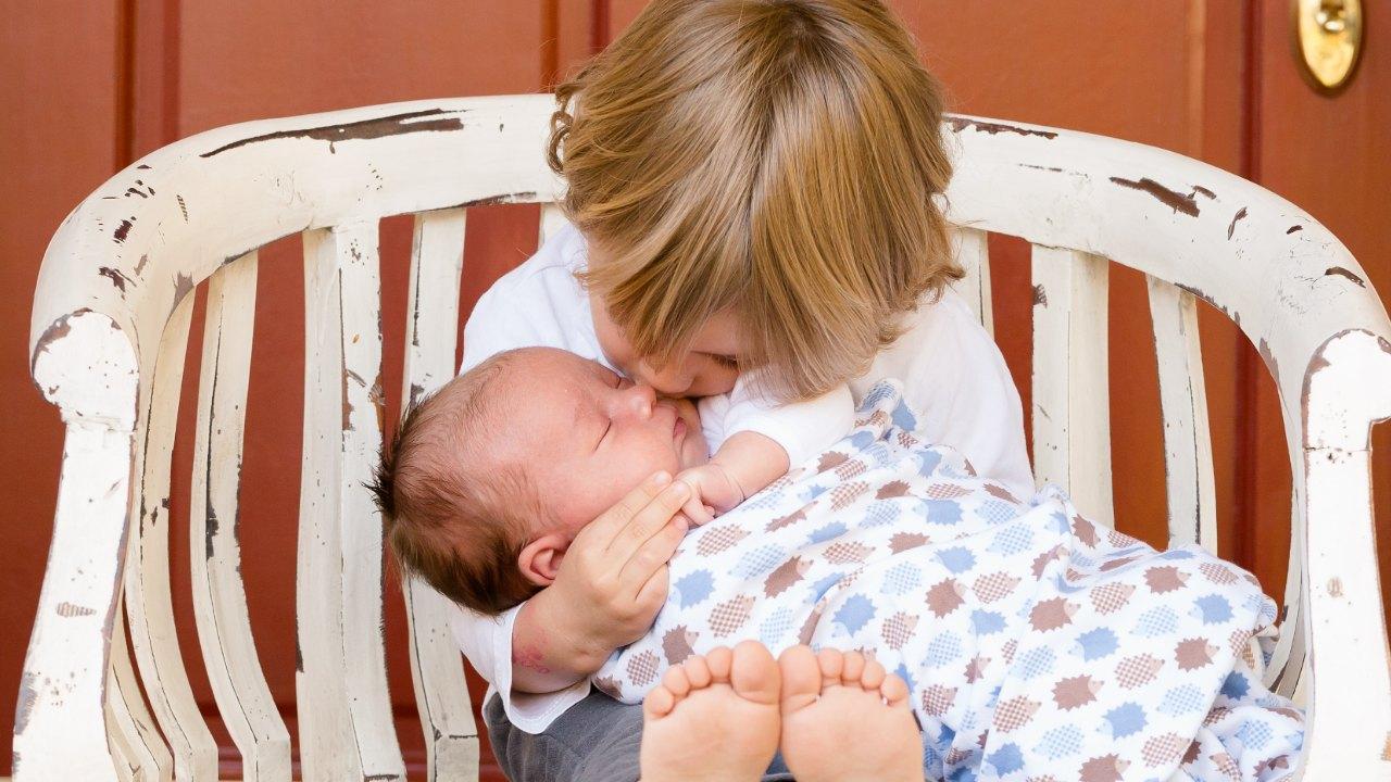 como preparar a tus hijos para la llegada de un nuevo hermano