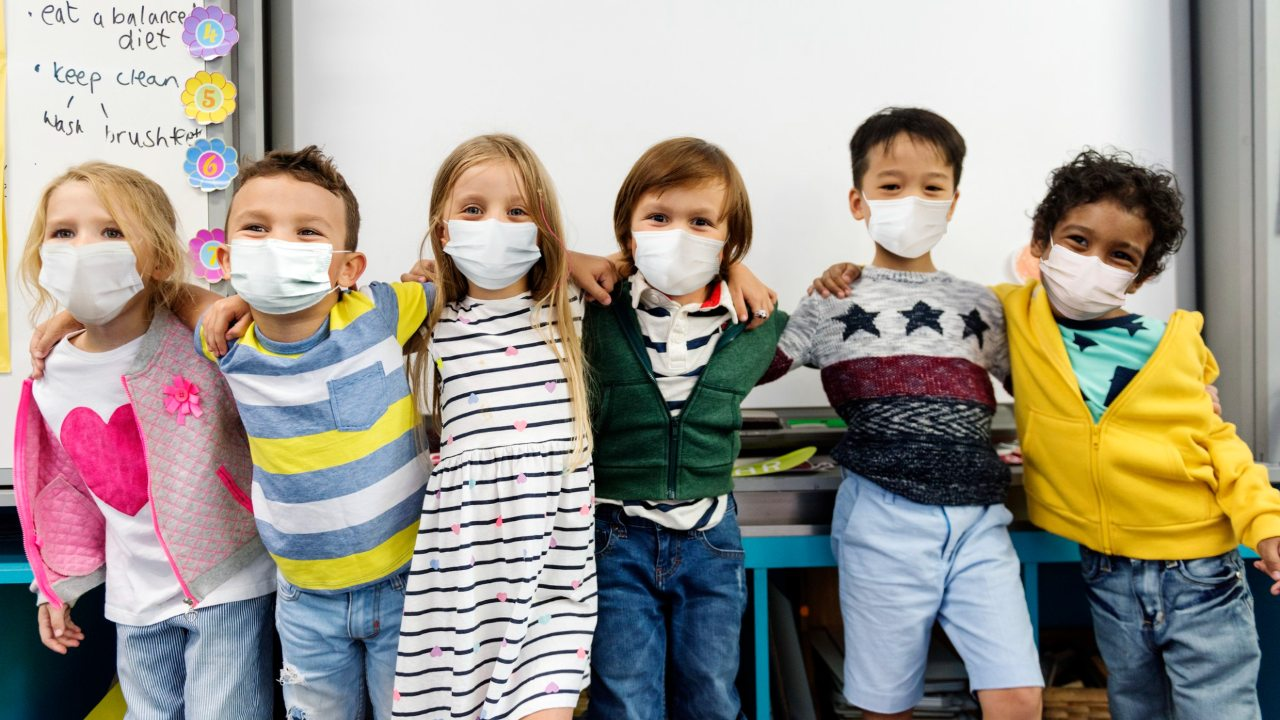 cual es el riesgo de contagio de covid19 en las escuelas