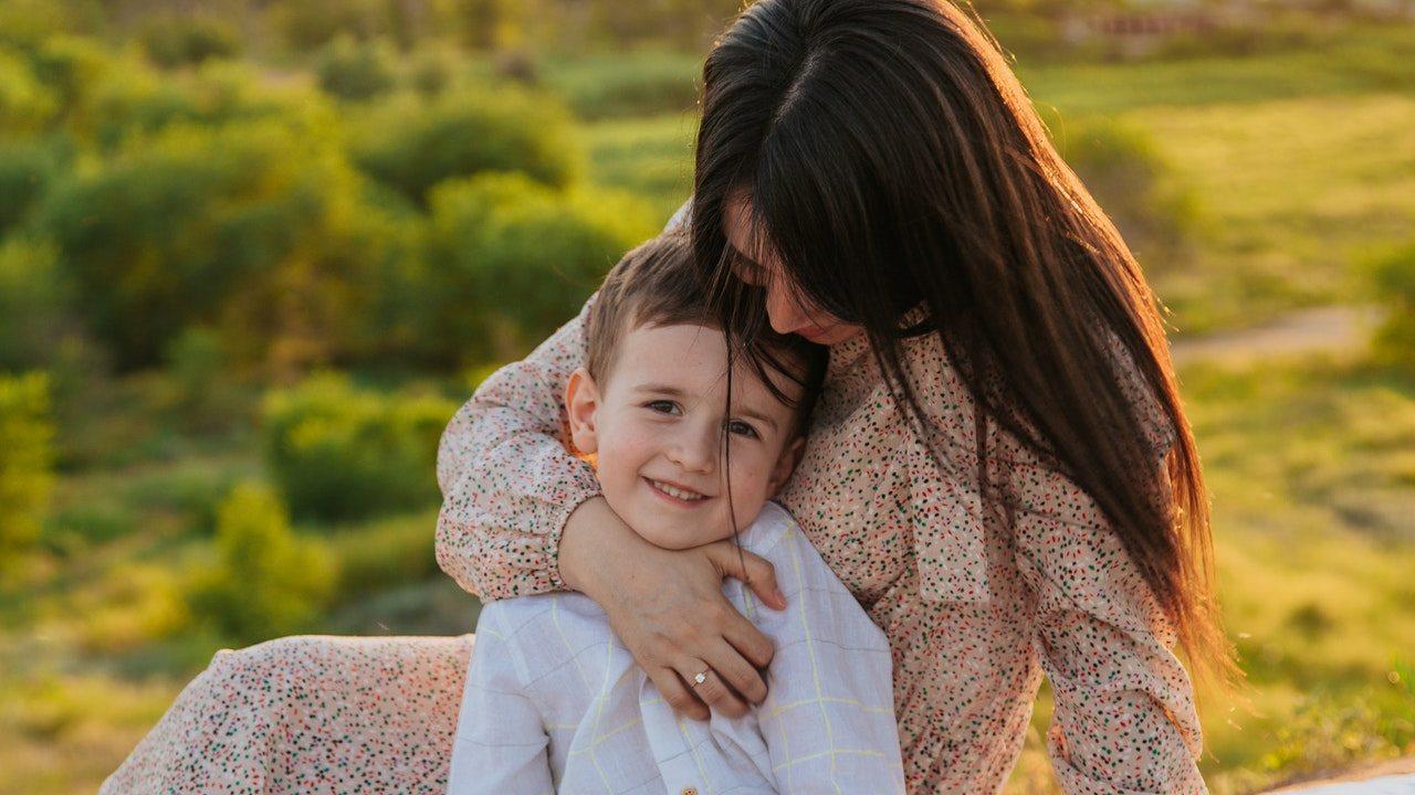 formas en las que un niño revela que necesita cariño carencias afectivas