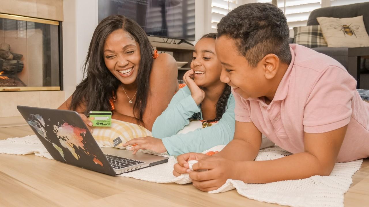 como enseñar sobre finanzas a niños