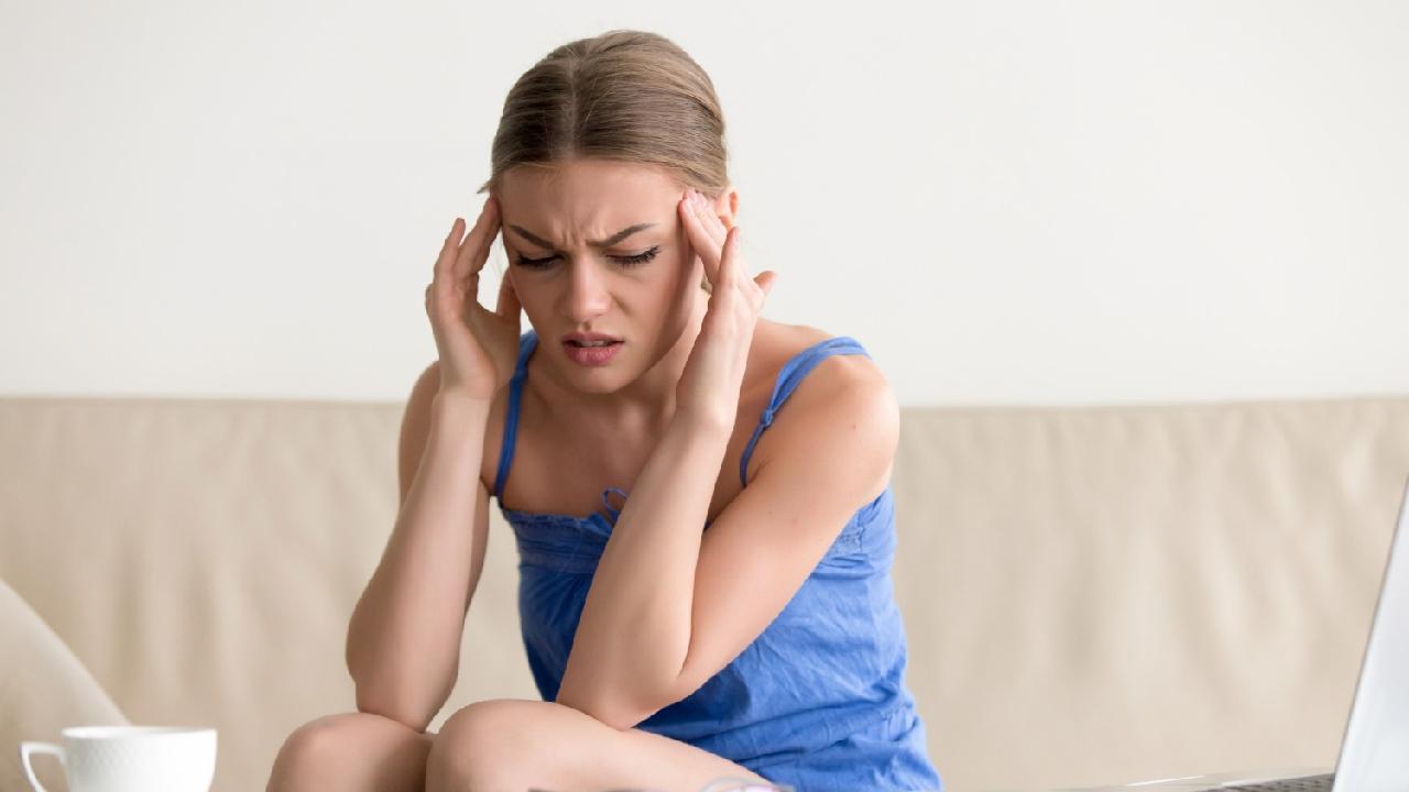 dolor de cabeza mareo síntomas irritación sensibilidad