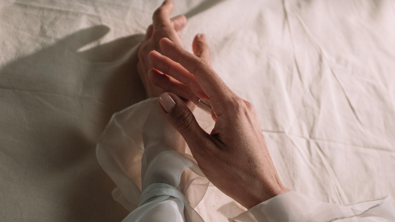 tronarse los dedos es malo ciencia explicacion
