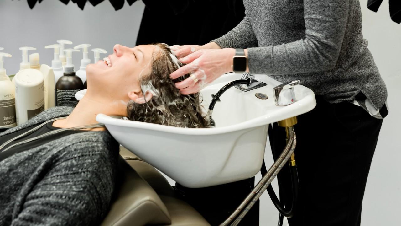 cuales son beneficios de shampoos sin sales