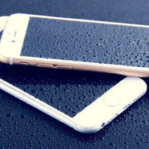qué hacer si el celular cae al agua se moja meterlo en arroz