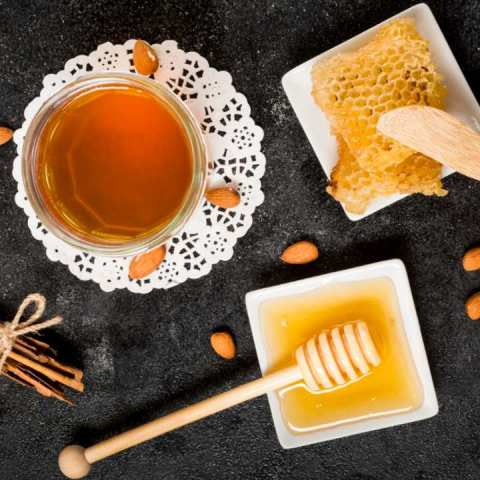 Para qué sirve un endulzamiento con miel y canela