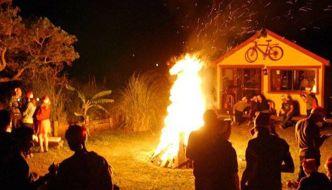 Hoguera de Nochebuena en Punta del Diablo