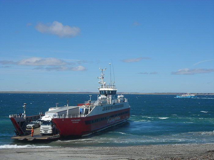 Ferry con el que cruzamos el estrecho de Magallanes