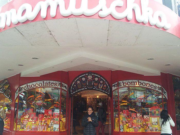 Bariloche es una ciudad de esquiadores y está llena de preciosas tiendas de chocolate y dulces