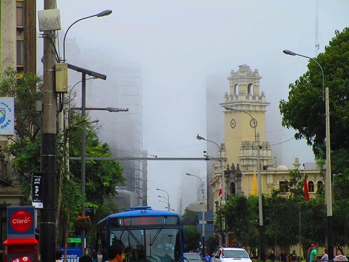 La bruma provocada por el mar ya forma parte de la personalidad de Lima.