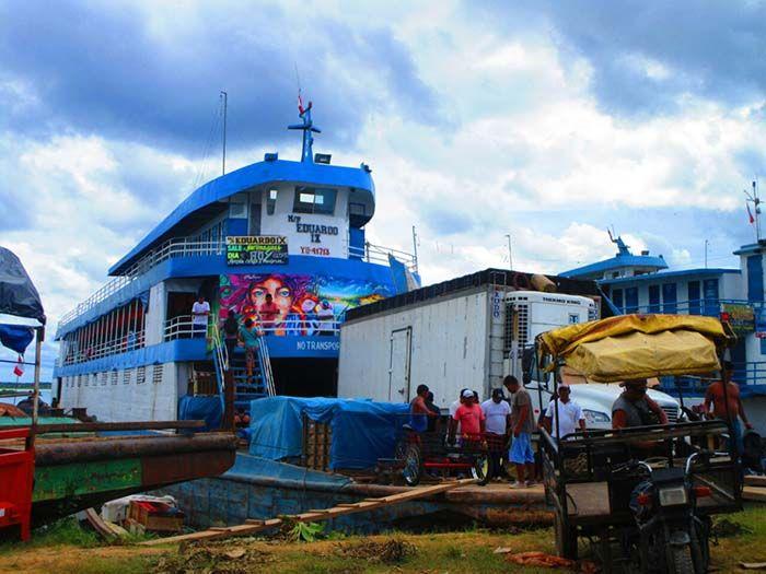 """""""Eduardo XIII"""" barco de carga y pasajeros en el que viajamos"""