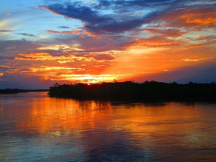 Una de las maravillosas puestas de sol que podíamos ver cada día desde el barco