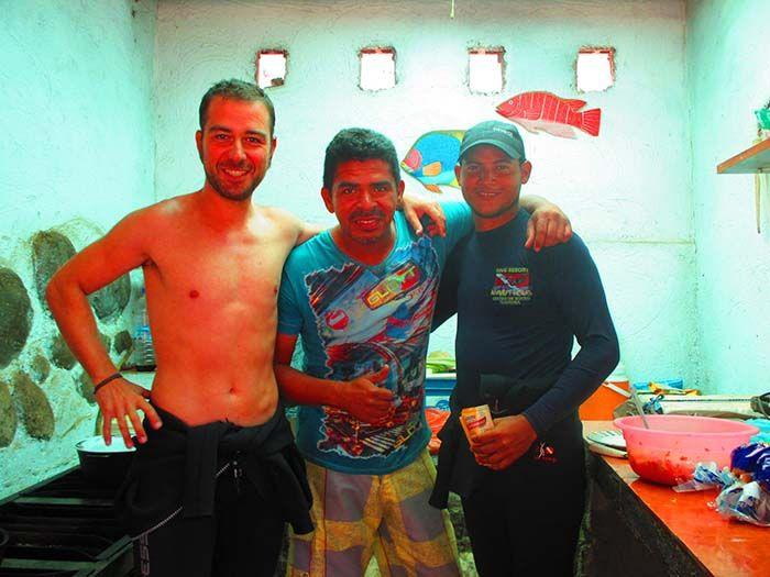 Ivan con nuestro instructor Álvaro i Edwin, otro miembro del equipo