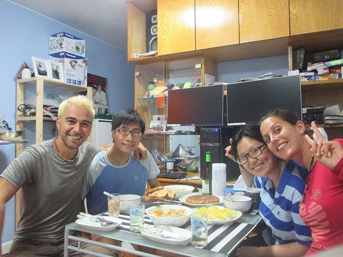 """Cenita """"española"""" con nuestros anfitriones"""