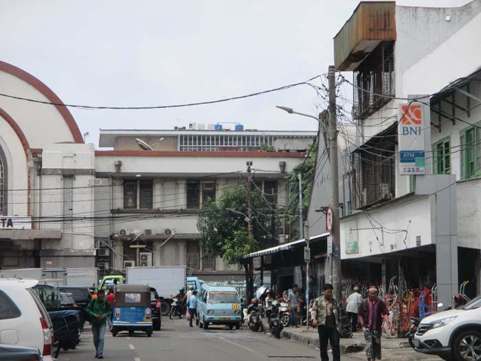 Jakarta nos pareció una ciudad muy gris y bastante destartalada...