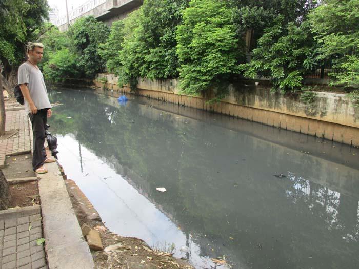 El río que había de camino a la mezquita olía horrible...
