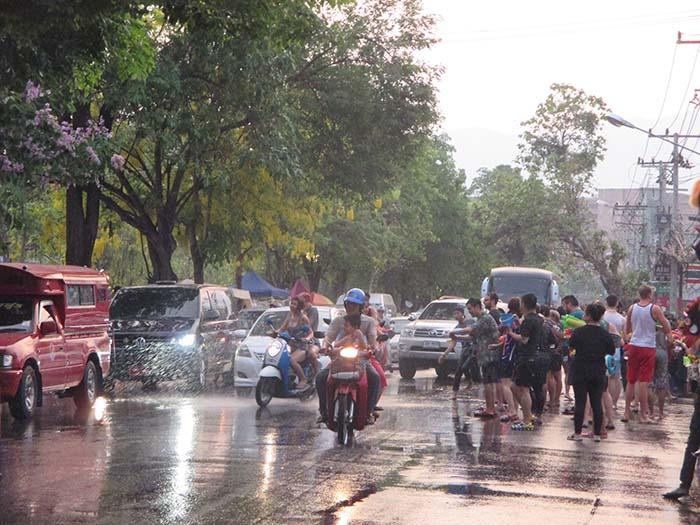 Batallas de agua en el año nuevo tailandés