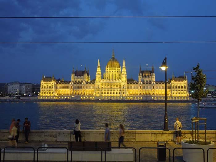 Parlamento Budapest de noche