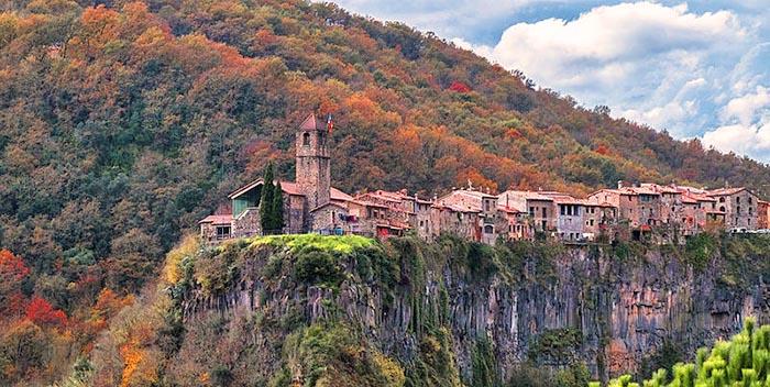 Top 9 pueblos bonitos de Cataluña. Castellfollit de la Roca