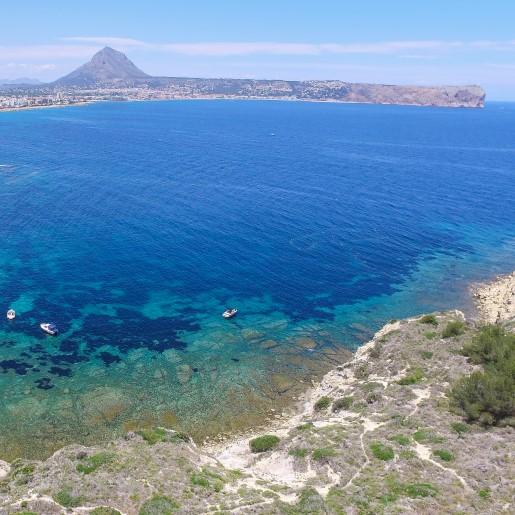 Navegar entre Xàbia y Moraira