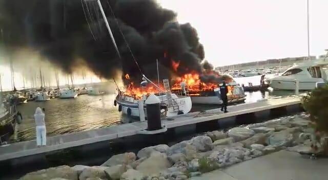 Fuego incendio en la Maria de Valencia