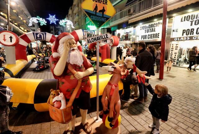 inauguracion de la plaza de la navidad en benidorm y calle gambo