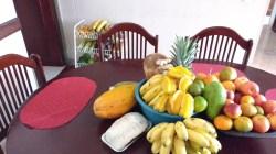 Las frutas en la mesa de la casa