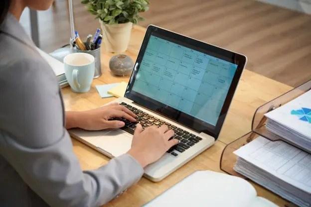 Becas para estudiar en línea