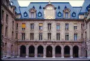 Внутренний двор Сорбоннского университета