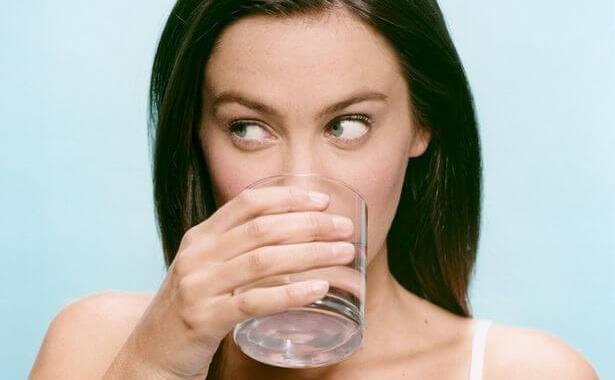 water tegen ziekte darm klachten na het eten