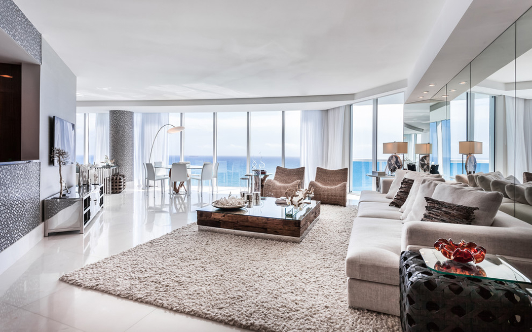 la piece principale de vie de cet appartement de luxe au design raffine