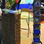 Mobilier expozitional, pupitru info personalizat, scaun de bar, display pliante