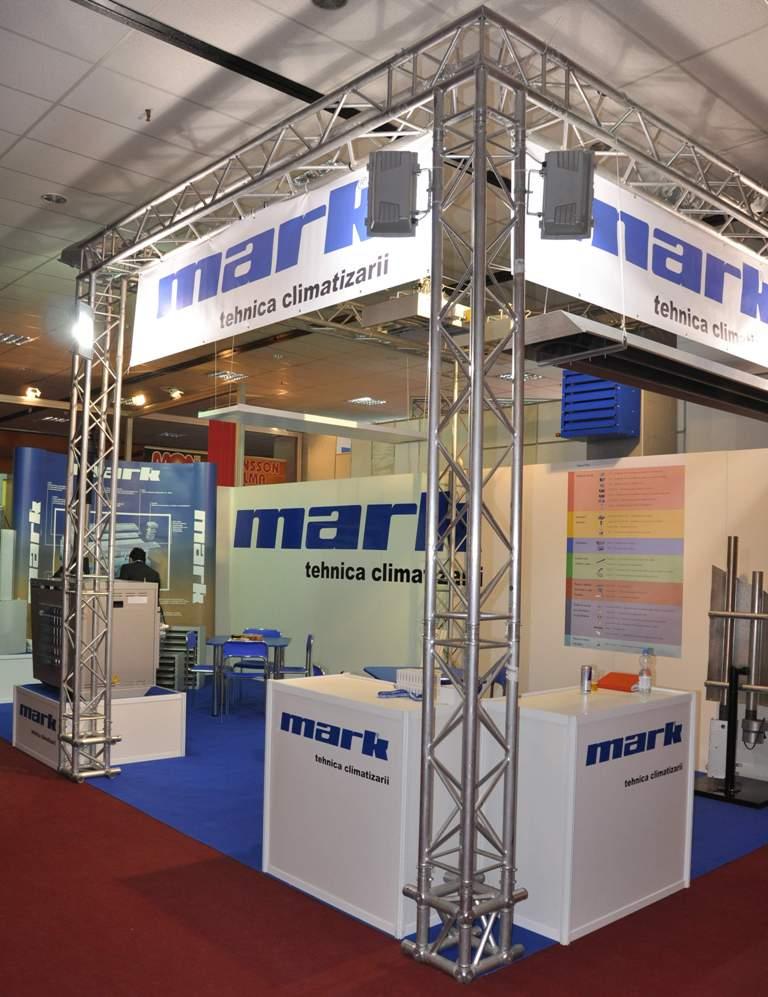stand expozitional / grinda scenotehnica / grafica stand personalizata / proiectoare lumina / mobilier expozitional