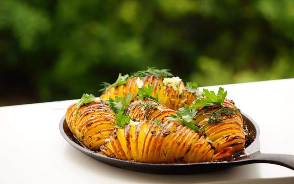 Печени Hasselback картофи с чесън
