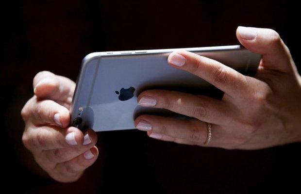 IPhone будущего скрутят на шее и повесят на нос вместо очков