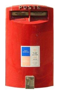 Poštovní schránky jsou však v Itálii jednotně červené...