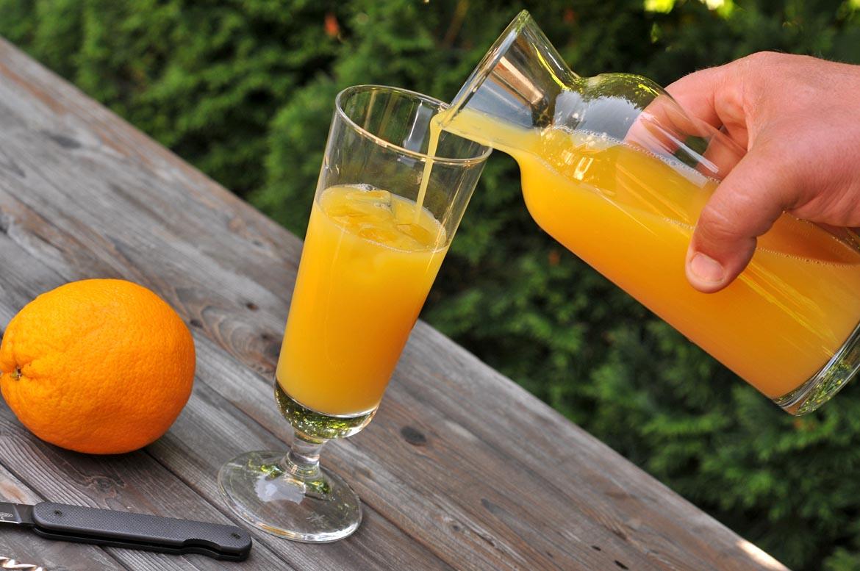 pohár pomarančový džús