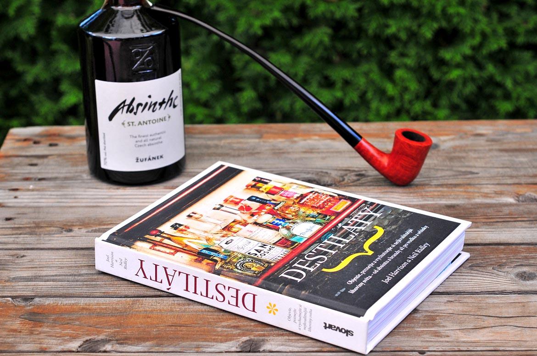kniha destiláty absinthe fajka