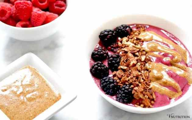 How to Make Smoothie Bowls | Learn how to make a fabulous smoothie bowl with these tips! | Check out how now or pin for later!