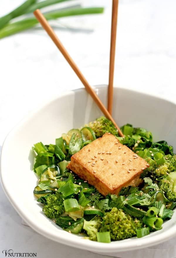Green Curry with Baked Tofu | This Green Curry with Tofu packs a flavorful punch with traditional curry spices and is topped off with a delicious baked tofu. Check it out now or pin for later!