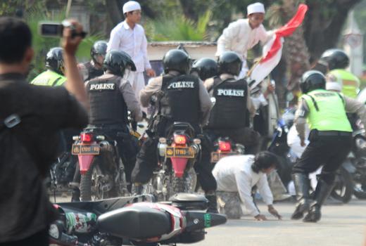 Ternyata Bentrok Antara Polisi dan FPI Sudah Disetting Oleh Pihak Polisi?