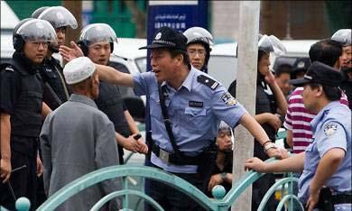 Media Cina Kabarkan Polisi Cina Tembak Mati Dua Muslim Uygur