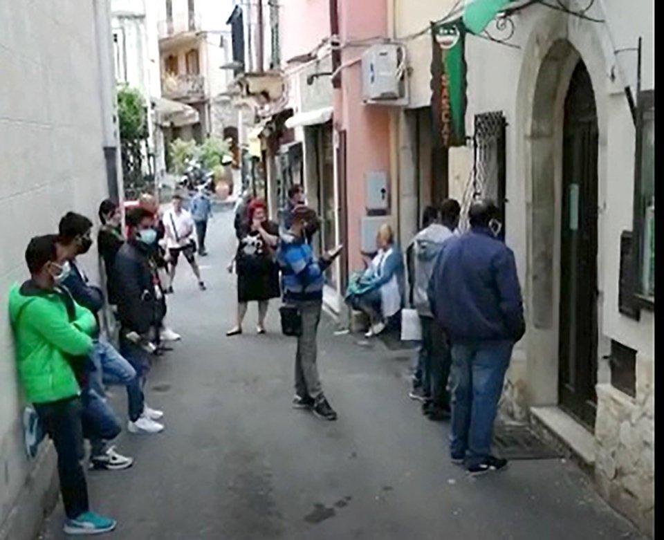 Taormina stagionali davanti alla sede Fisascat Cisl