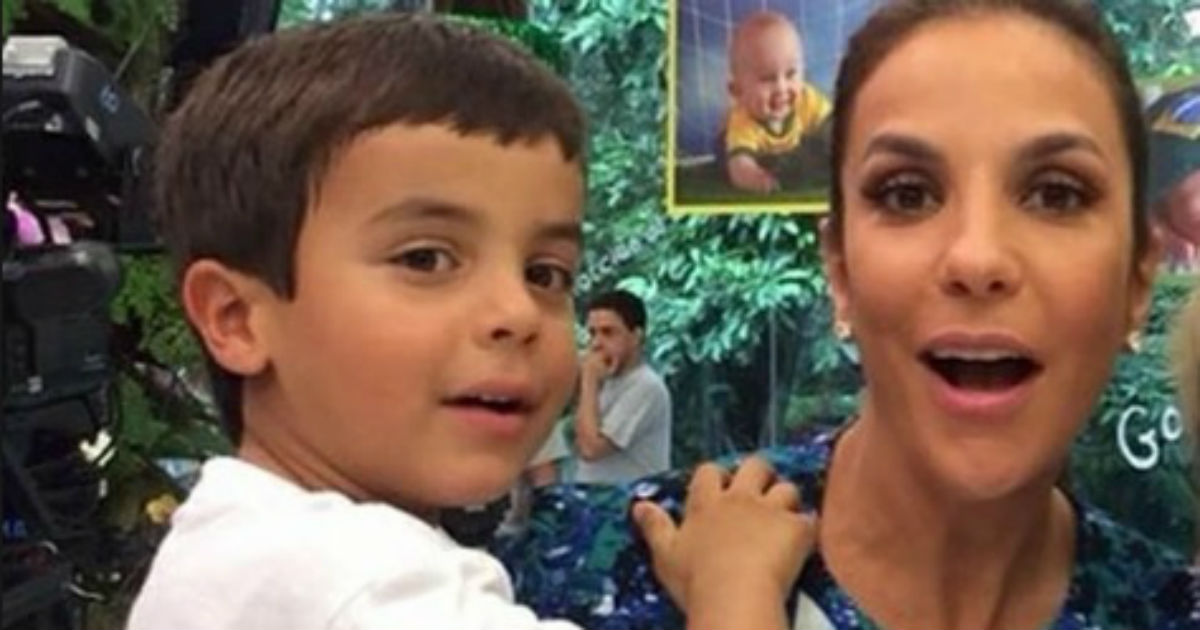 Filho de Ivete Sangalo Impressiona em sua 1ª foto com as gêmeas.