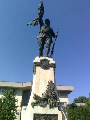 monumentul eroilor din Alexandria