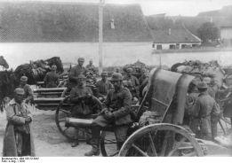 1916, piese de artilerie capturate de germani de la armata română, staţionate la Braşov.