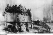 Infanteria Kaiserului transportat in camioane pe drumuri romanesti